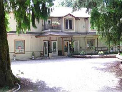Cedar Wood Lodge Bed And Breakfast Inn