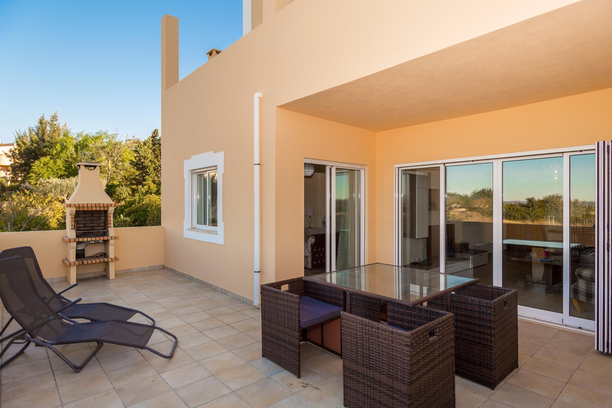 2 Bed Apt With Communal Pool And Stunning Views