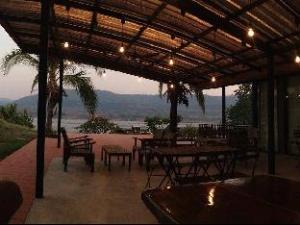 Tentang Kayom House - White Meranti House & Resort (Kayom House - White Meranti House & Resort)