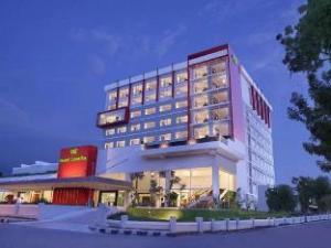 호텔 산티카 팔루  (Hotel Santika Palu)