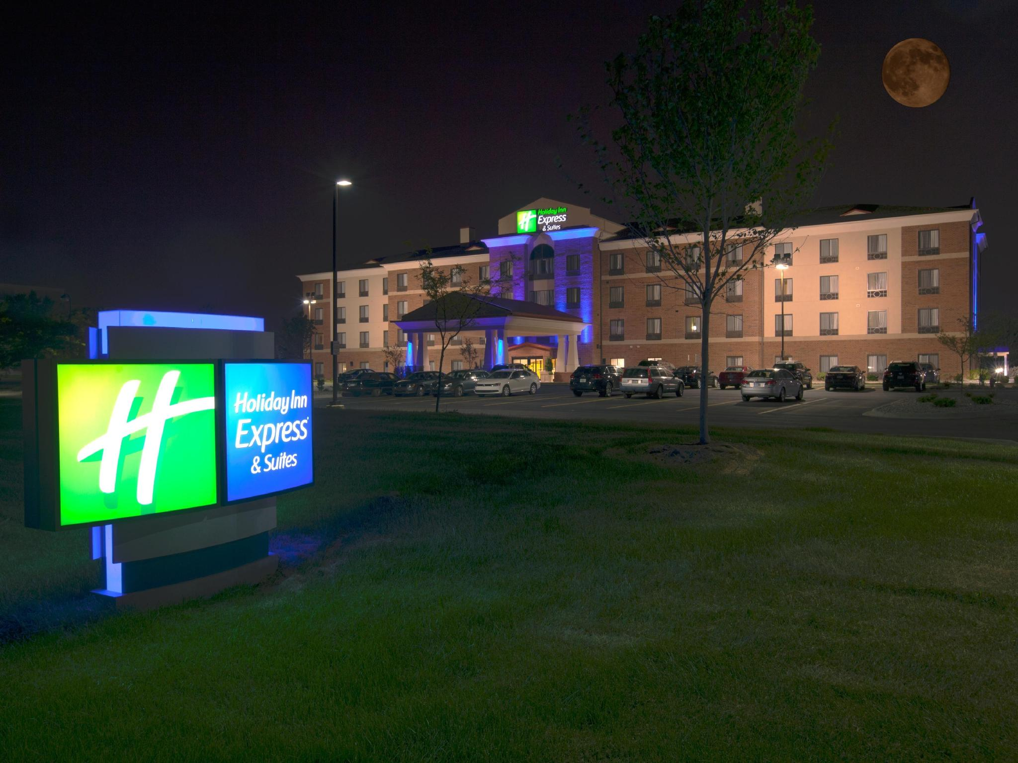 Holiday Inn Express And Suites Detroit North Troy