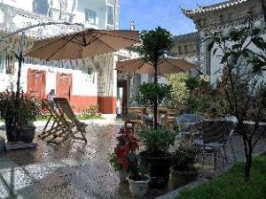 Dali Wanghaiting Inn Courtyard 2