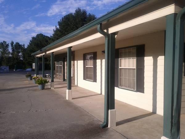 OYO Hotel Calhoun GA I 75 & US 41 Hwy