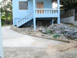 สีชัง สบายดี ฮอลิเดย์ เฮาส์ (Sichang Sabaidee Holiday House)