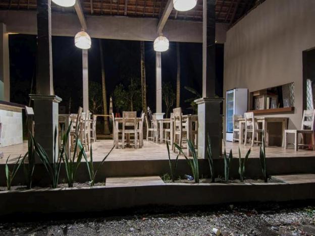 Apit Lawang Villas & Resto