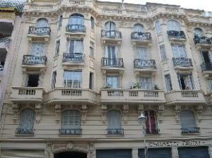 อพาร์ตเมนต์ บิซ อะเวนิว มิเชล แอง นีซ (Apartment Bis Avenue Michel Ange Nice)
