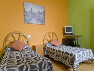 12 Rooms Hostels image
