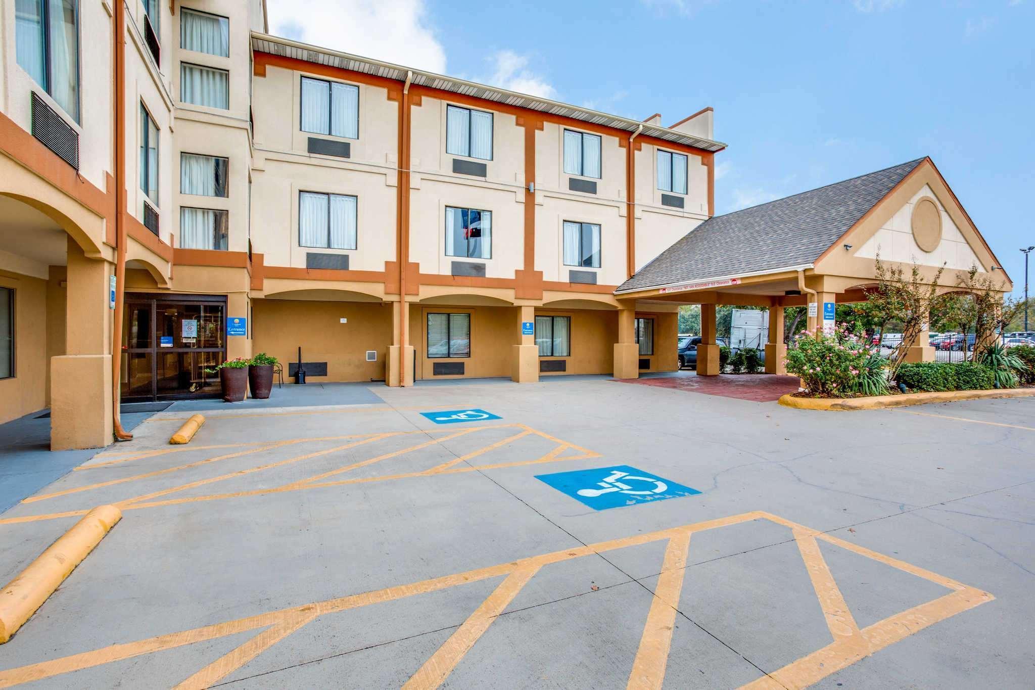 Comfort Inn and Suites Love Field-Dallas Market Center