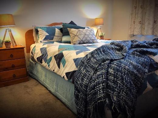 FlatBush Holiday Accommodation - Upmarket Homestay