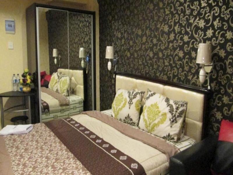 Hajjah Ririn's Kebagusan City Apartment