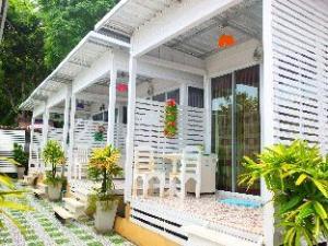 롬타레이 리조트 앳 꼬 란  (Lom Talay Resort at Koh Larn)