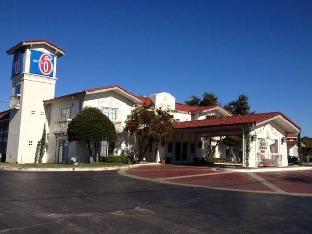 Motel 6 Dallas Market Center