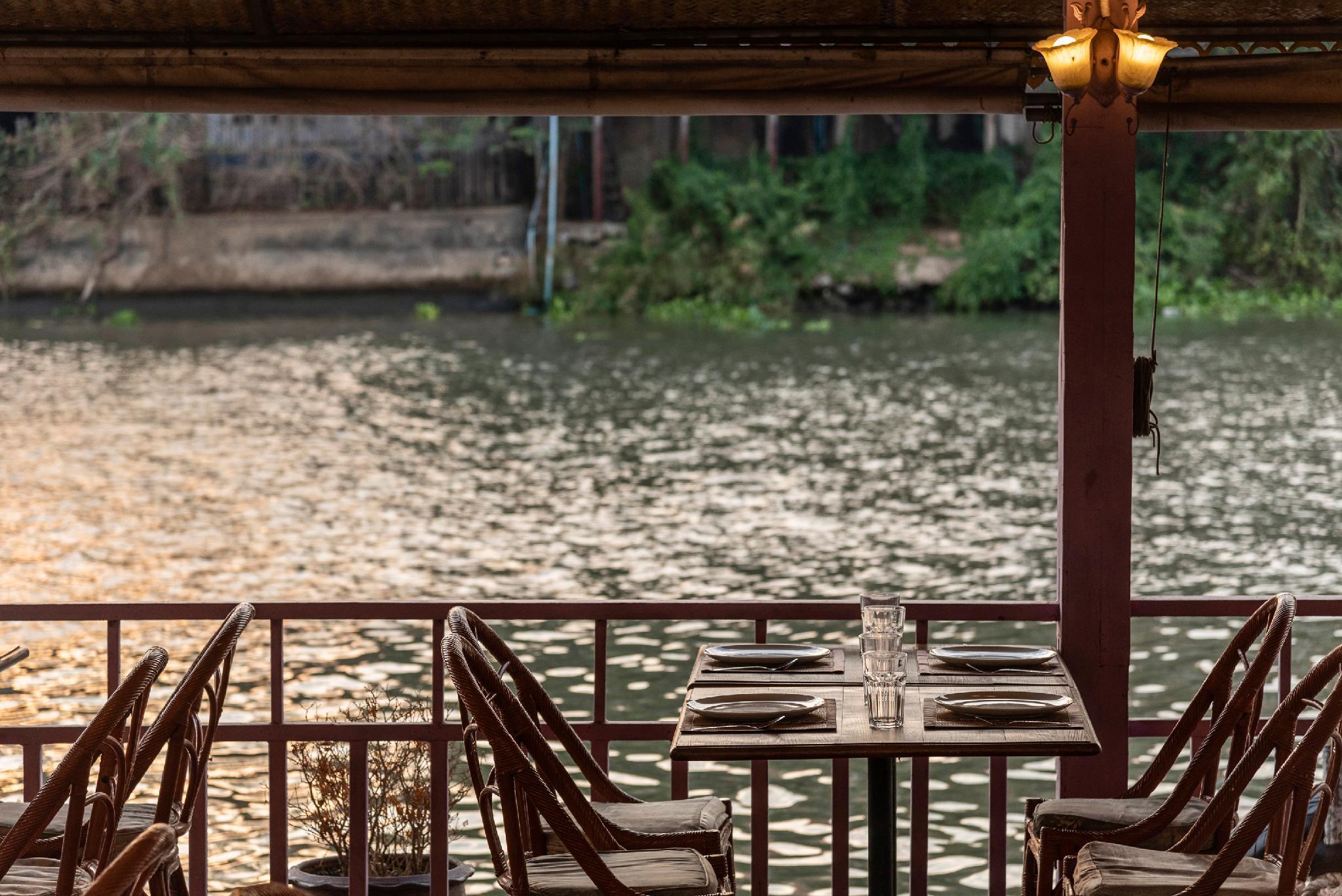 Ayothaya Riverside Hotel โรงแรมอโยธยา ริเวอร์ไซด์
