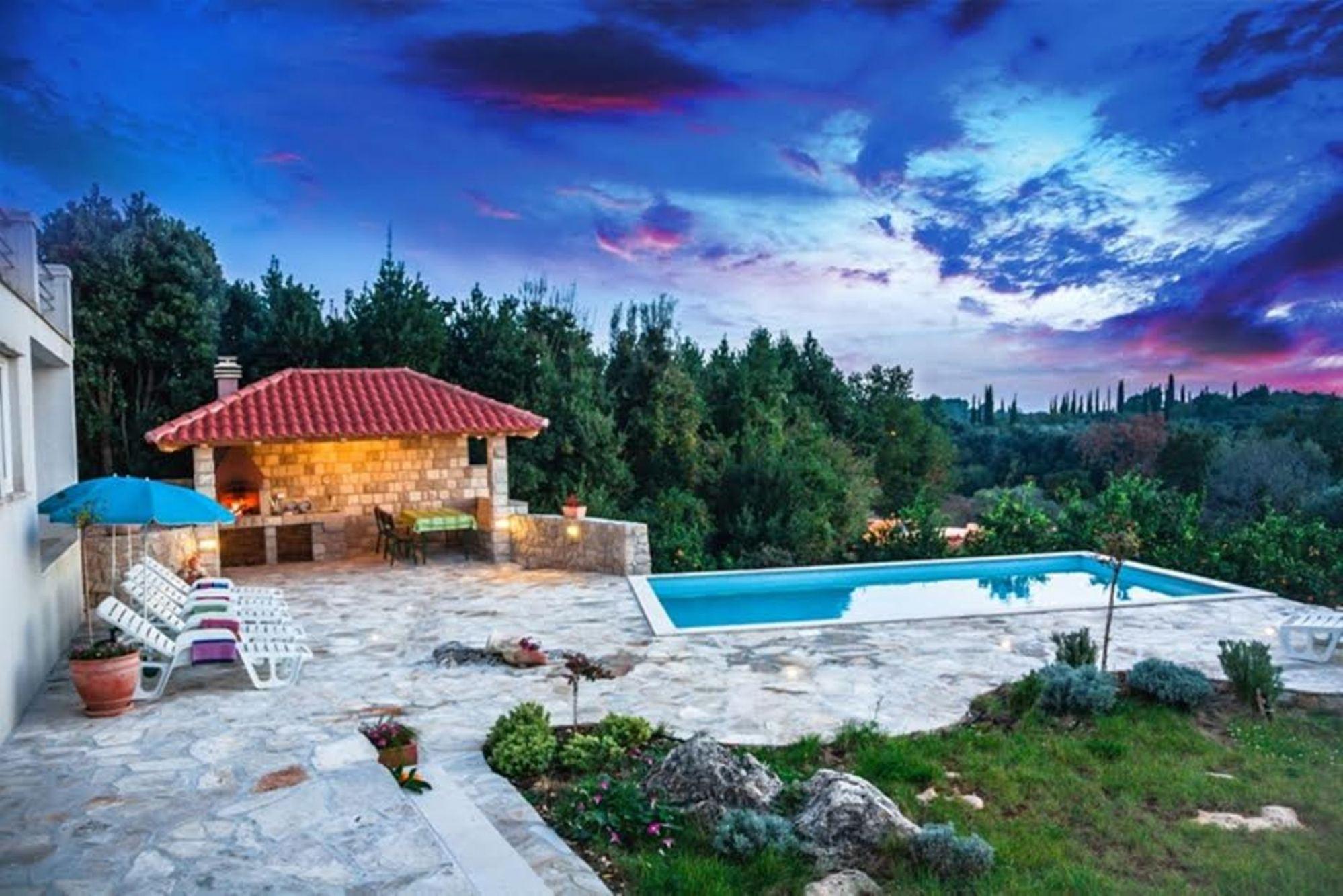 Villa Sun   Charming Villa With Swimming Pool