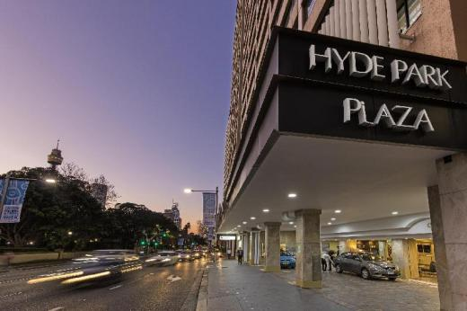 Oaks Hyde Park Plaza Apartments