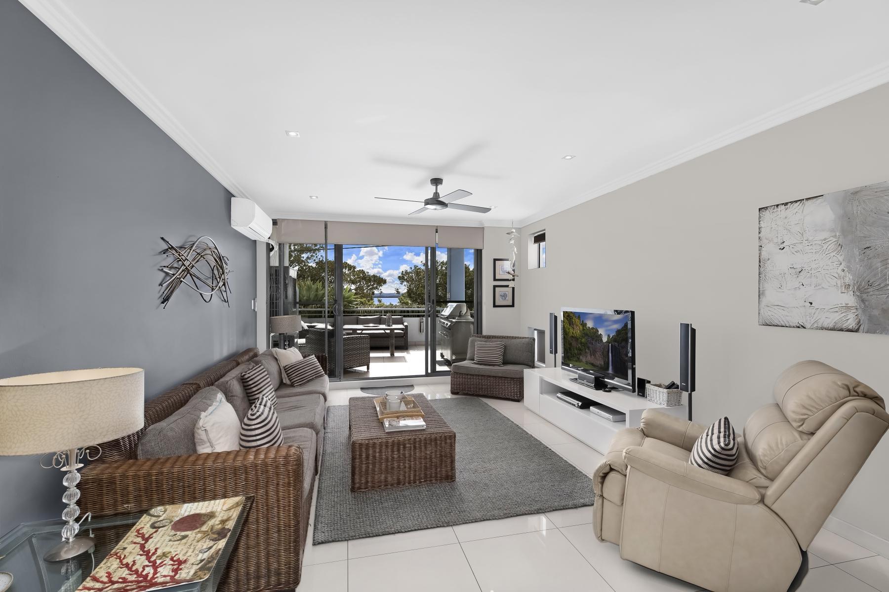 Luxury Waterfront Apartment Riviera No. 4