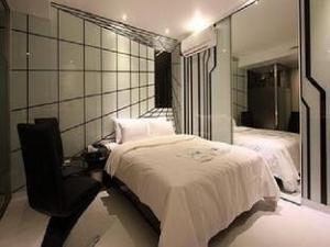 Lush Hotel Hwagok