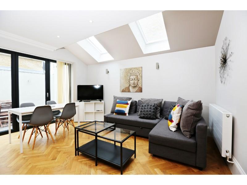 Glamorous 2 Bedroom Apartment In West London