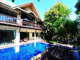4 Bedroom Thai Style Villa with Pool in Pattaya - Pattaya