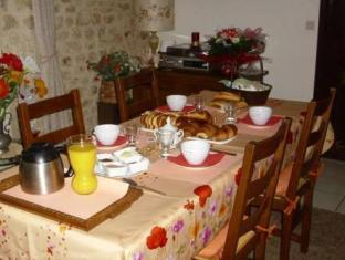 La Maison De Printemps Bed and Breakfasts image