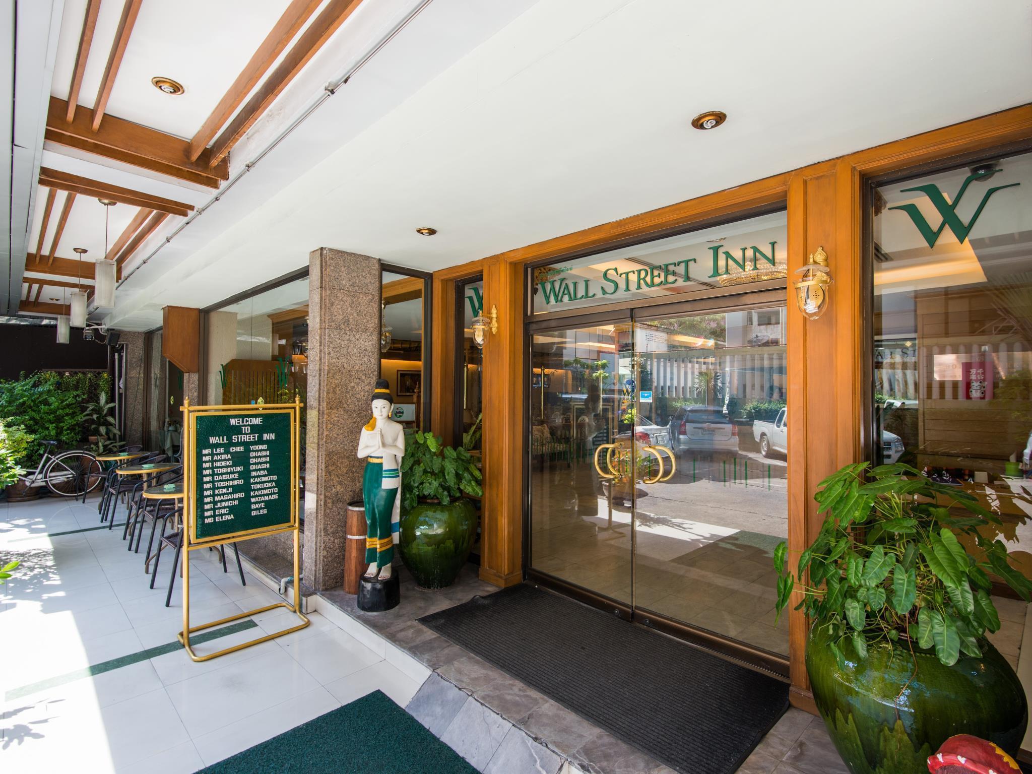 Wall Street Inn Hotel โรงแรมวอลล์สตรีท อินน์