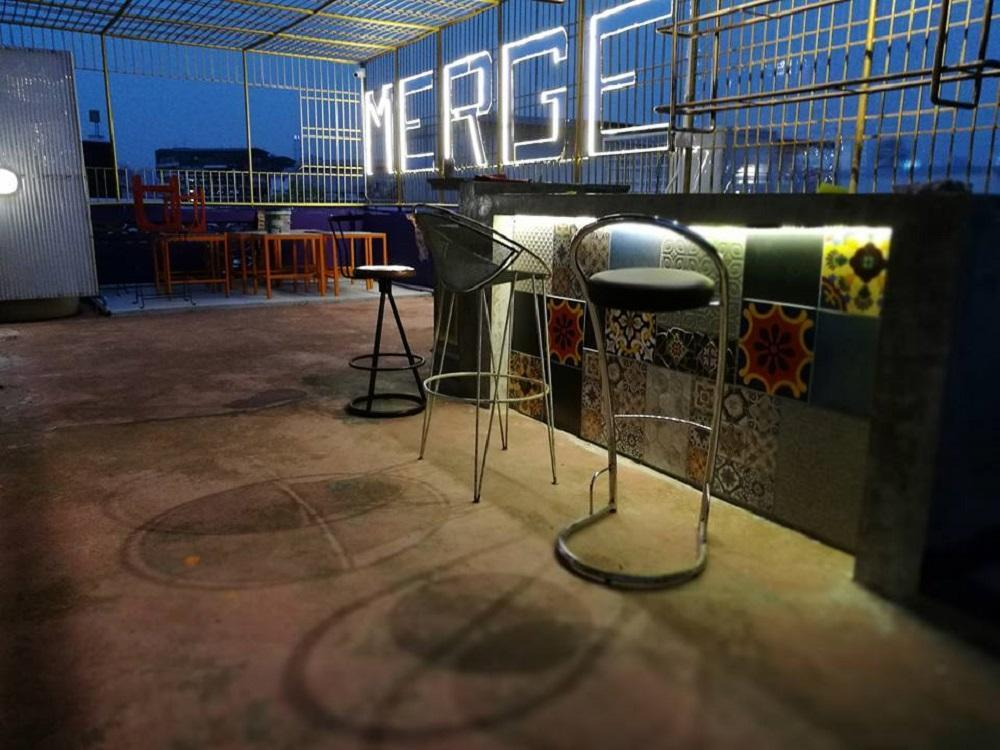 Hotels Review: Merge Hostel – Prices, Picture and Deals