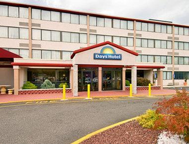 Days Hotel And Conference Center By Wyndham East Brunswick