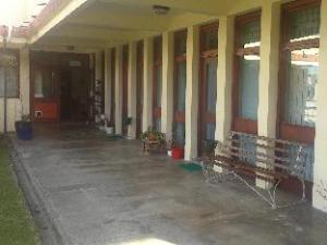 สเต็ป - อไซด์คอนเฟอร์เร็นซ์โฮสเทล (Step - Aside Conference Centre Hostel)