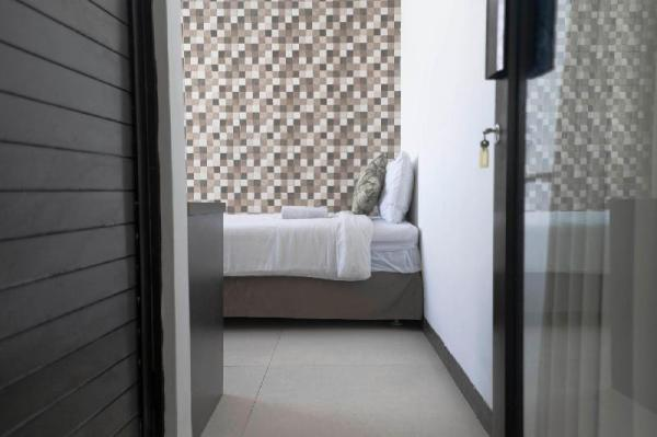 Single Person Room With Walk-In Rain Shower Bali