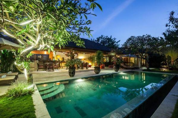 Rare Hidden Central Seminyak-Oberoi Private Villa Bali