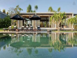 3 BDR Villa Private Pool Tanah Lot - Bali