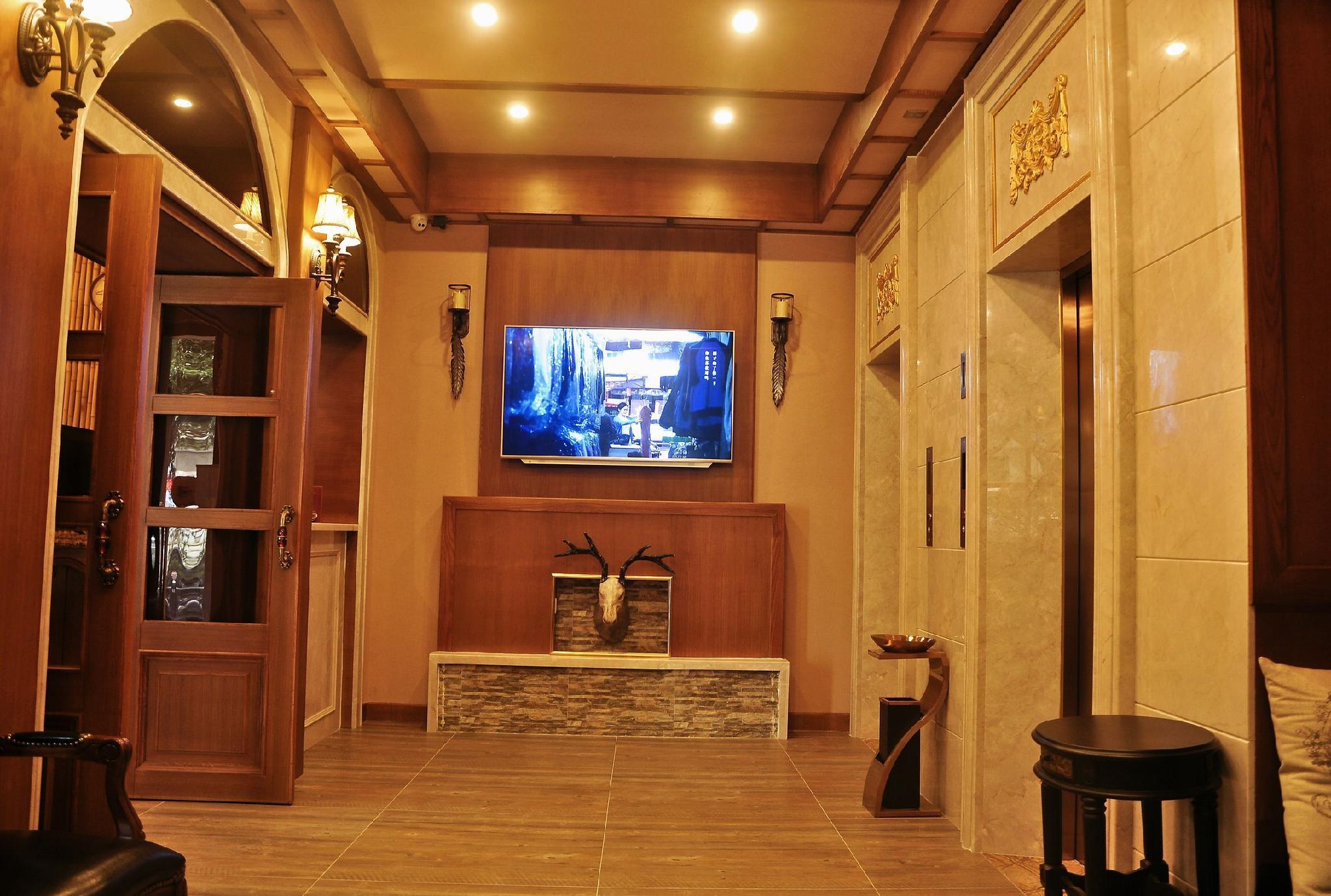 LINCOLN CARNIVAL HOTEL