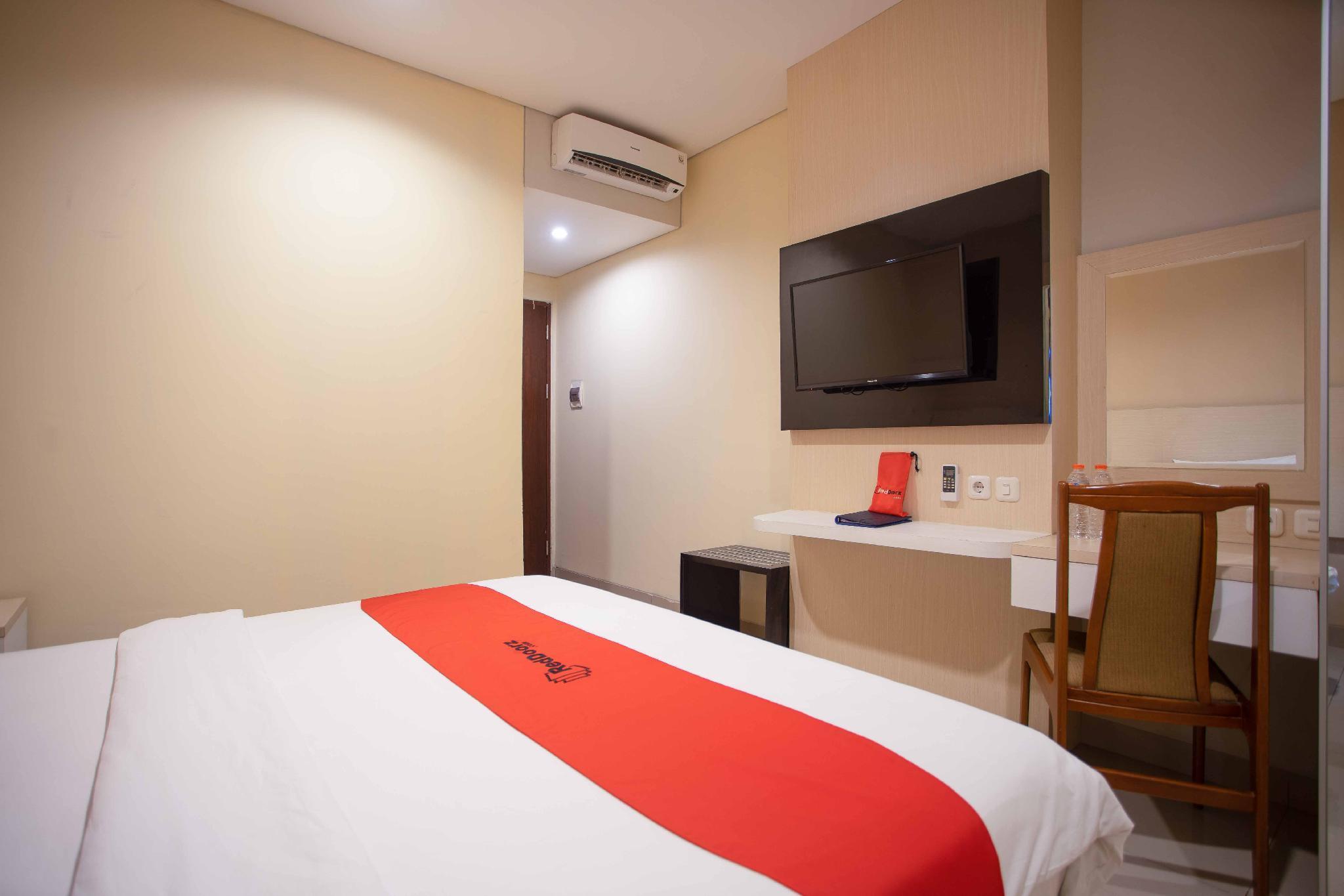 Reviews RedDoorz Premium near Kawasan Industri Cikarang