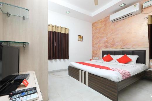 OYO 2282 Apartment Velachery