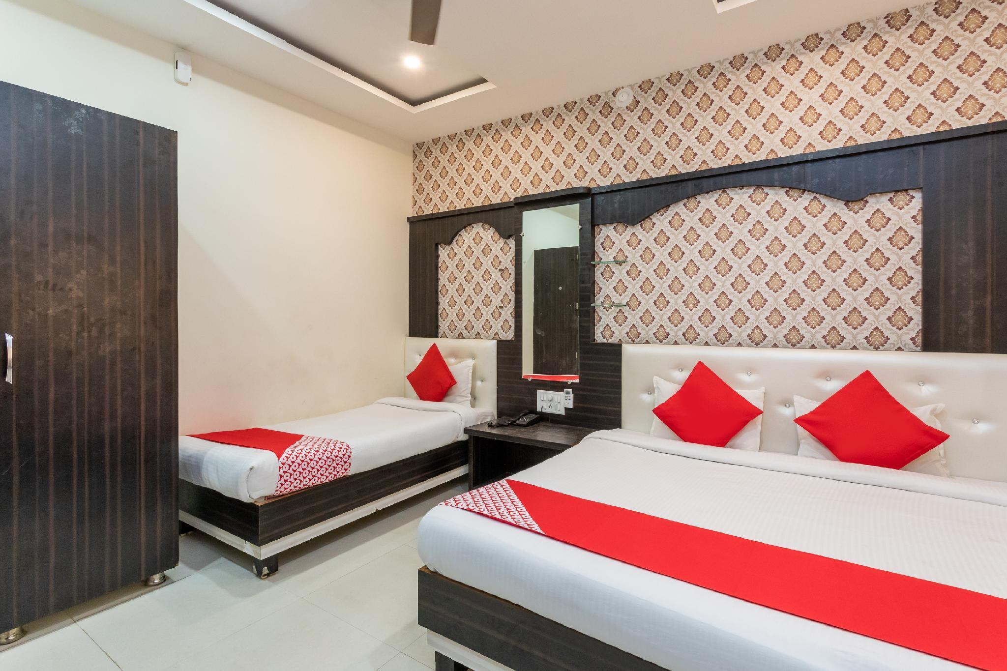 OYO 12128 Hotel Sajan Palace