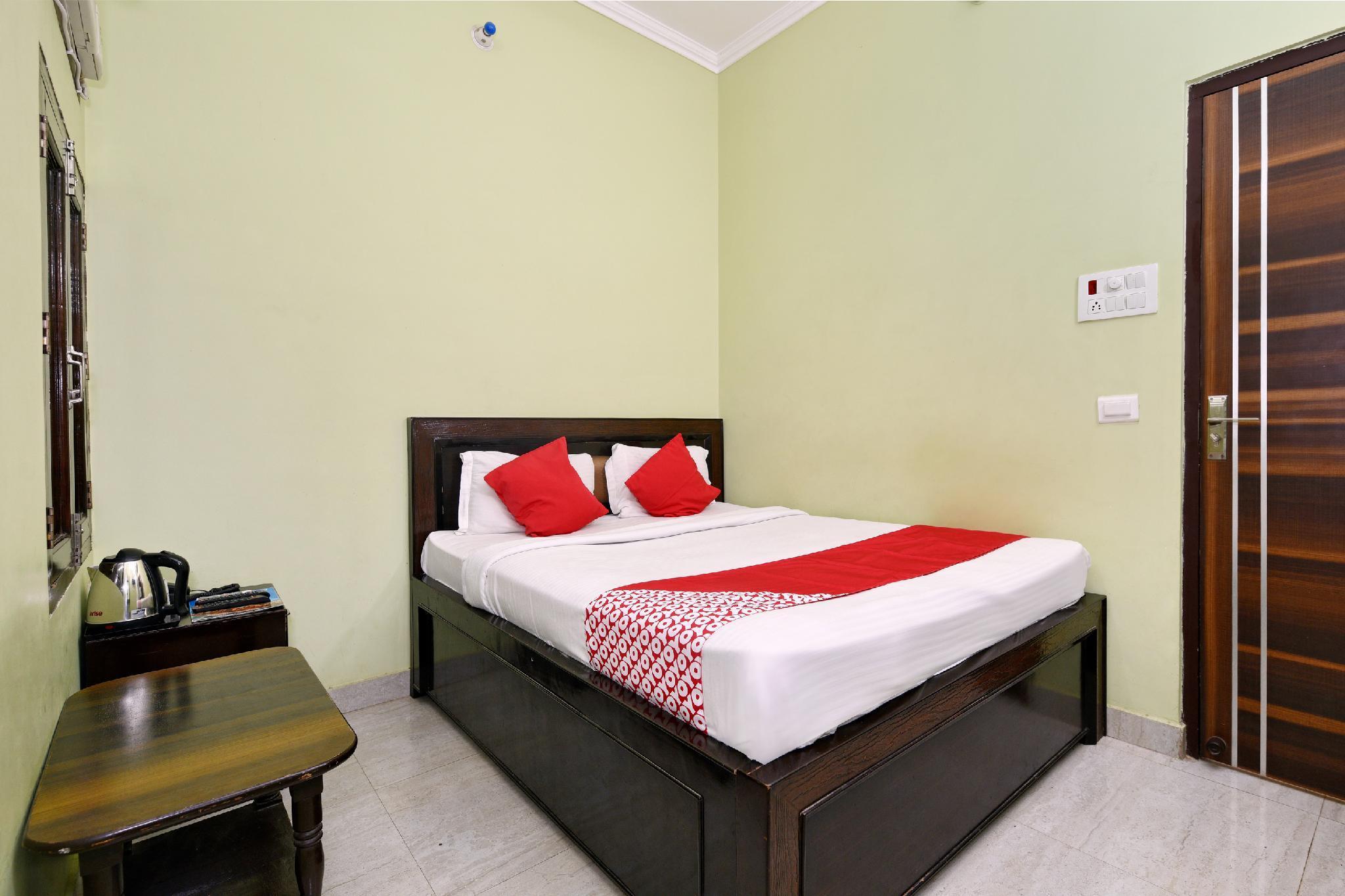 OYO 11480 Hotel Blue Star
