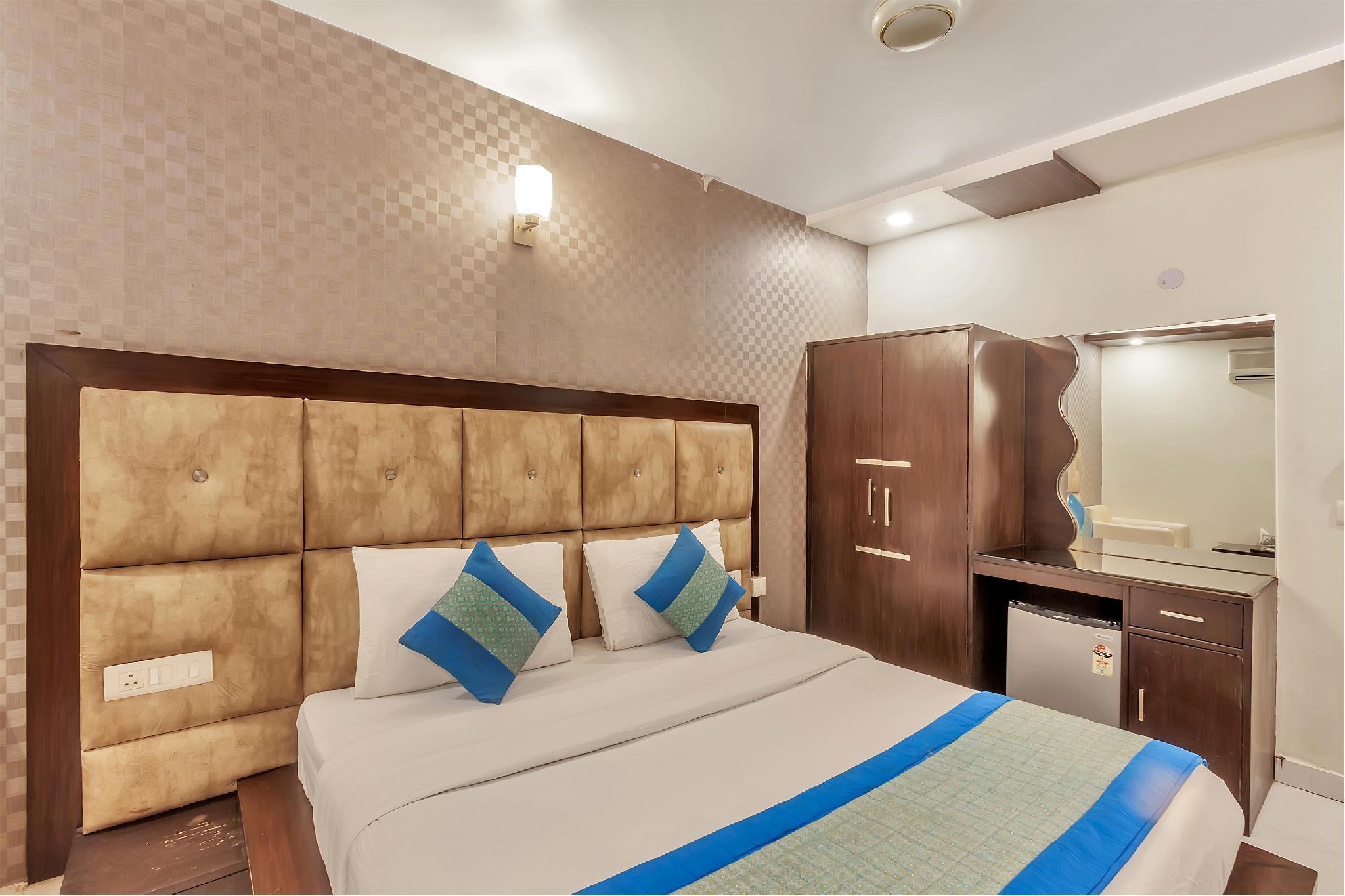 OYO 8902 Hotel Ronald Inn