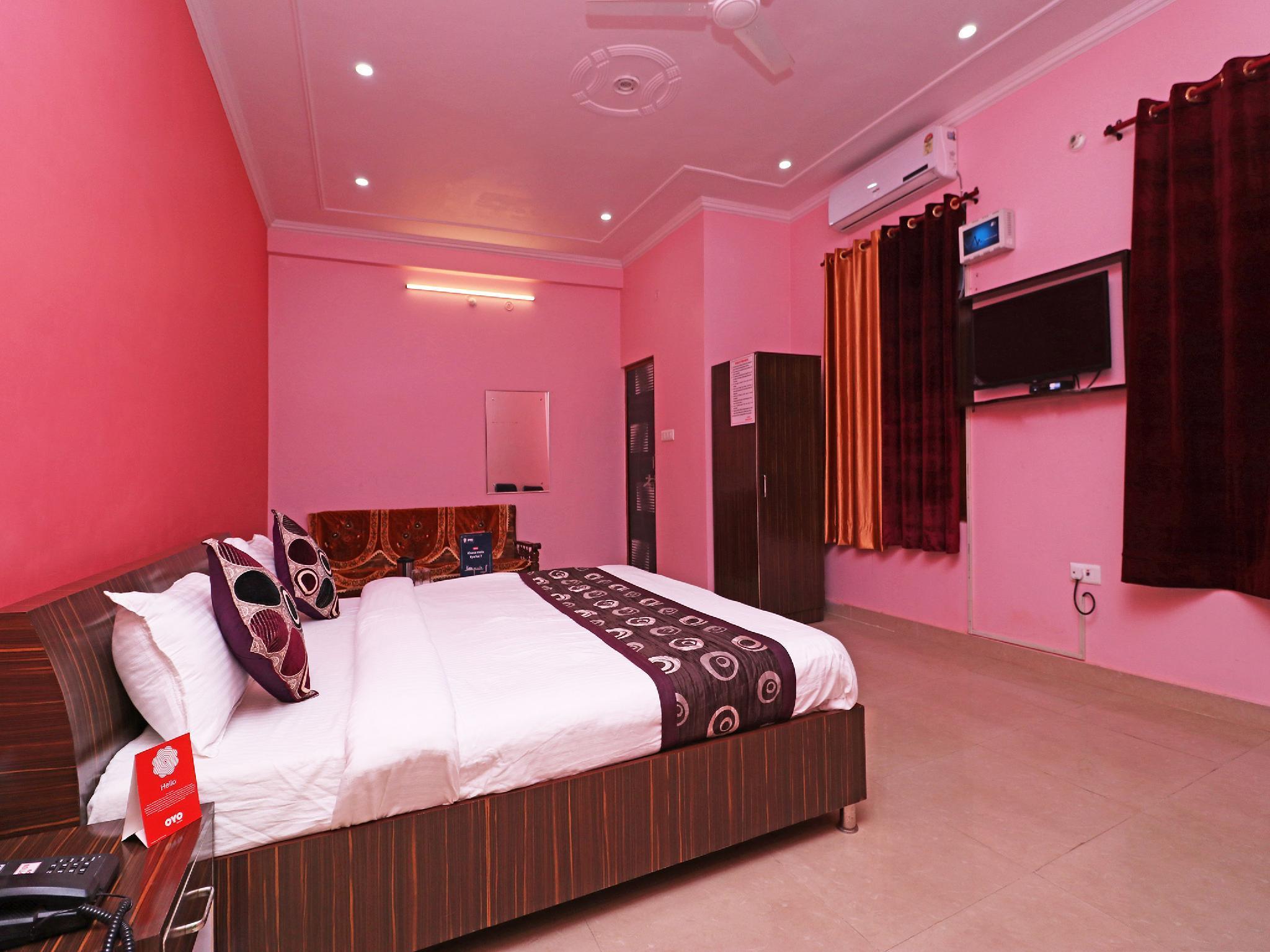 OYO 10623 Hotel Om Sai Guest In