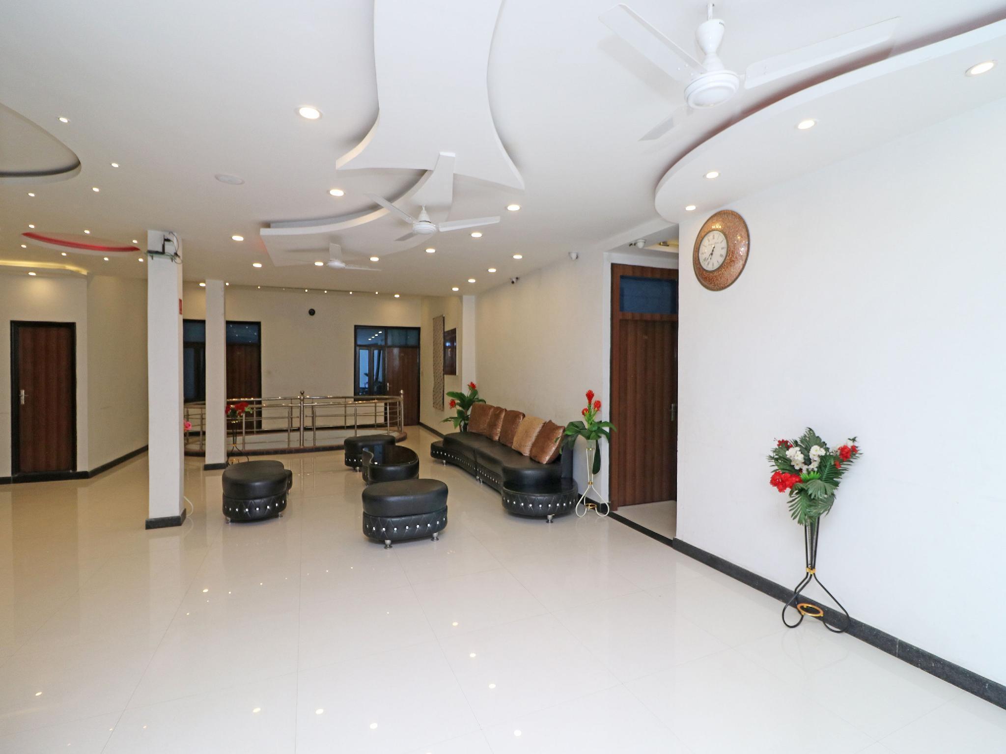 OYO 8837 Hotel Surya Galaxy