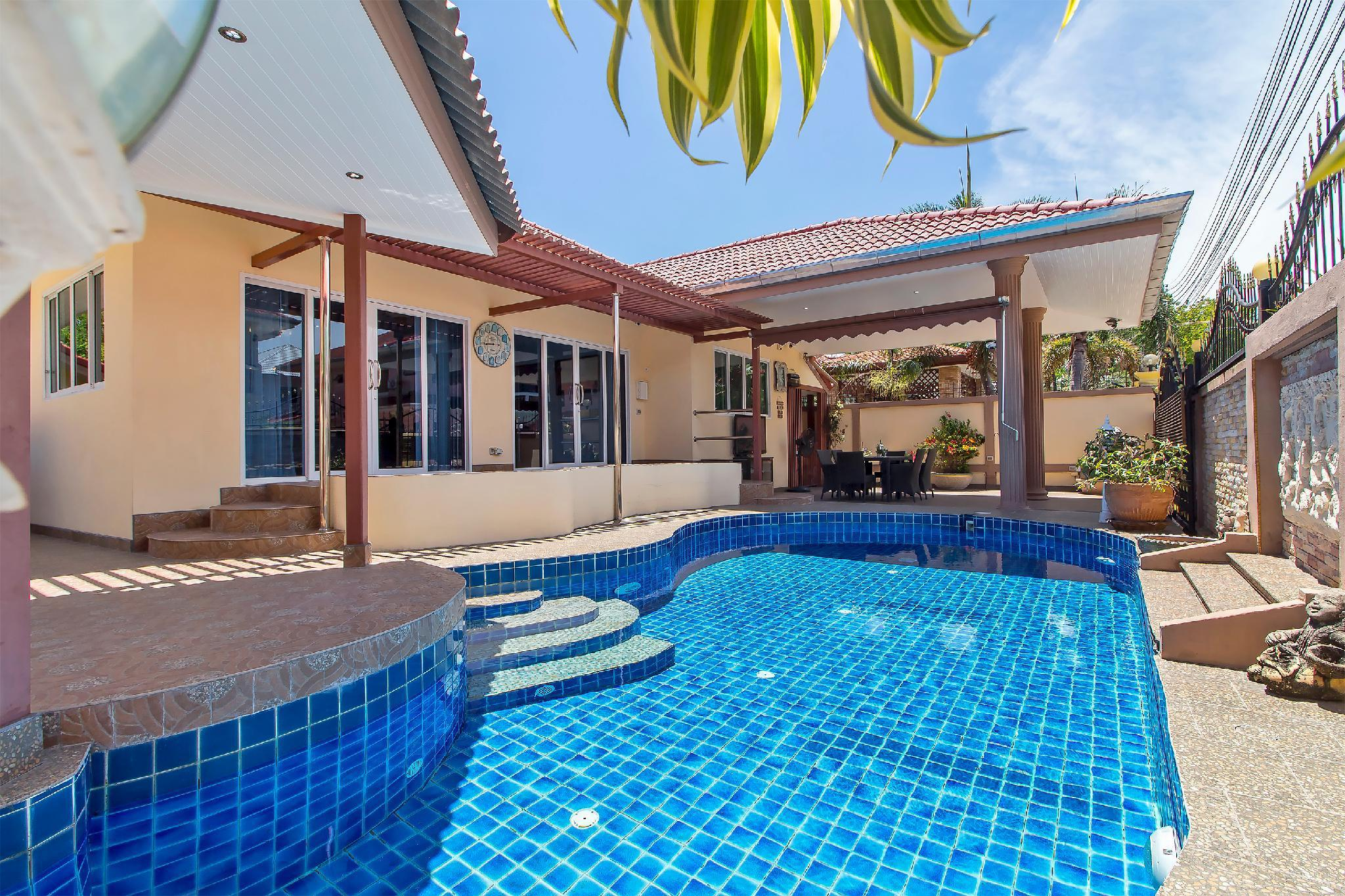 Exclusive Modern 4 Bedroom Pool Villa Near Beach