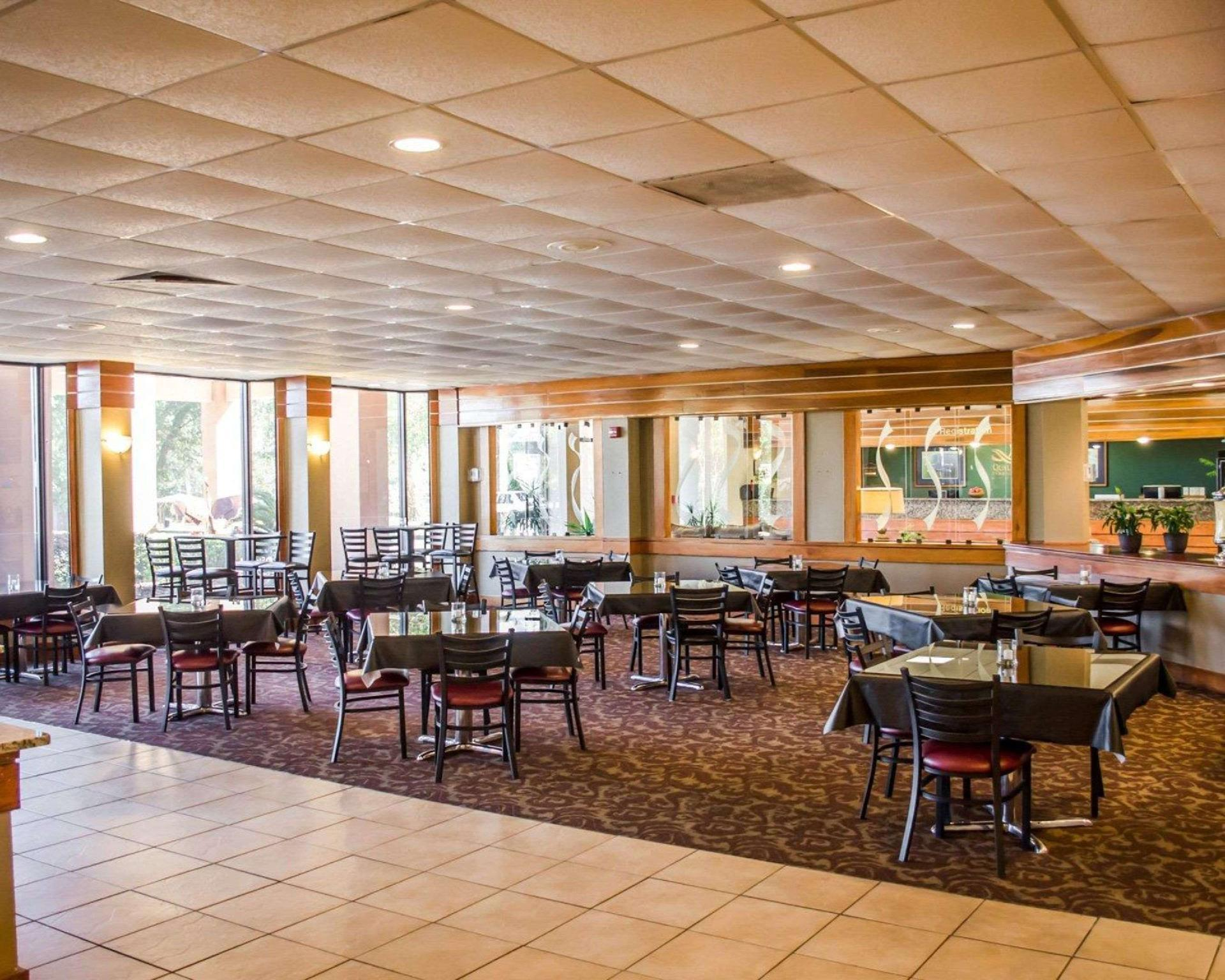 Price Quality Inn and Suites Pensacola Bayview