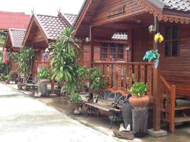 เรือนแก้วมังกร รีสอร์ท – Ruean Kaew Mongkorn Resort