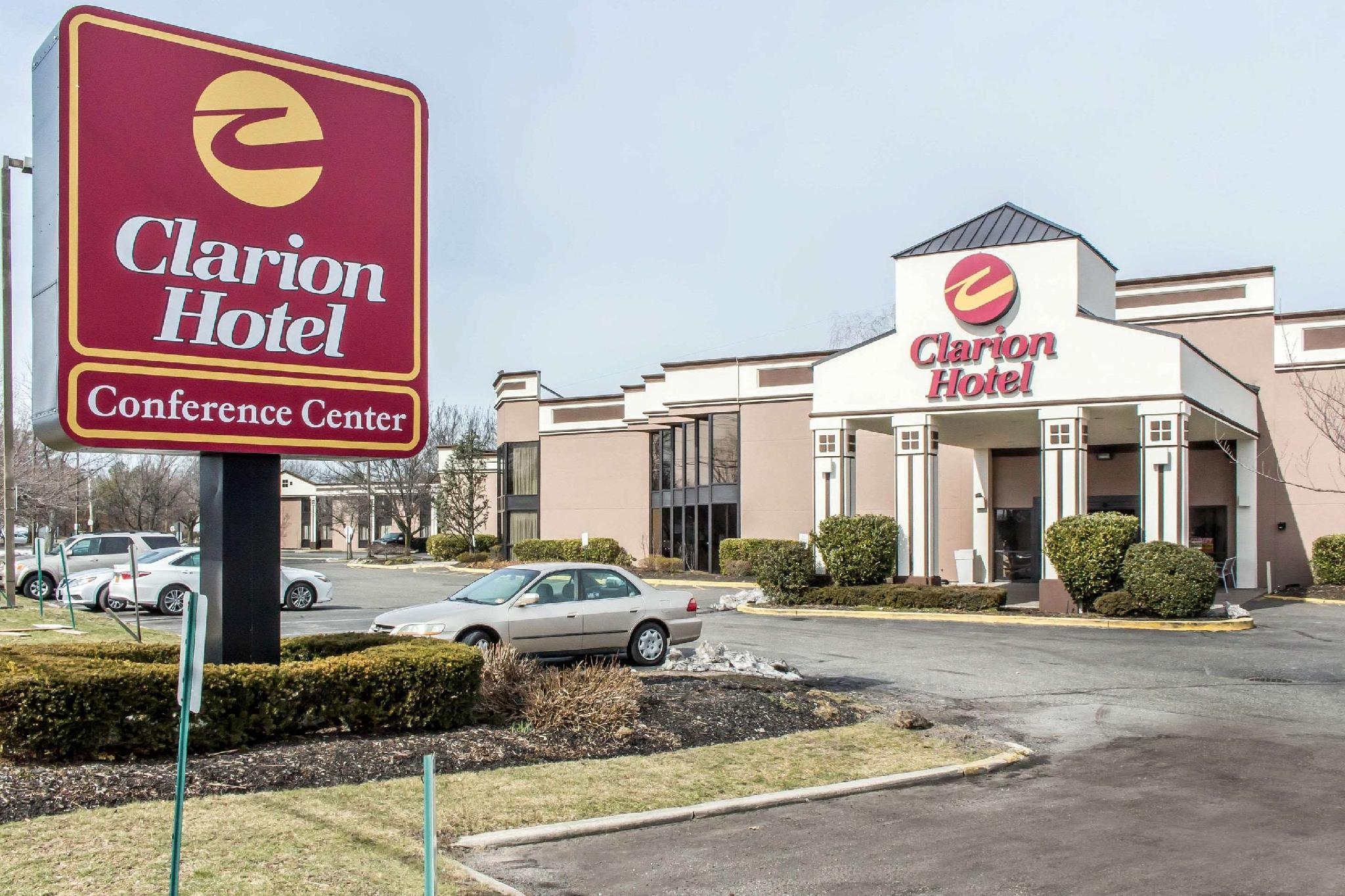 Hotels Review: Clarion Hotel and Conference Center Ronkonkoma – Pictures, Room Prices & Deals