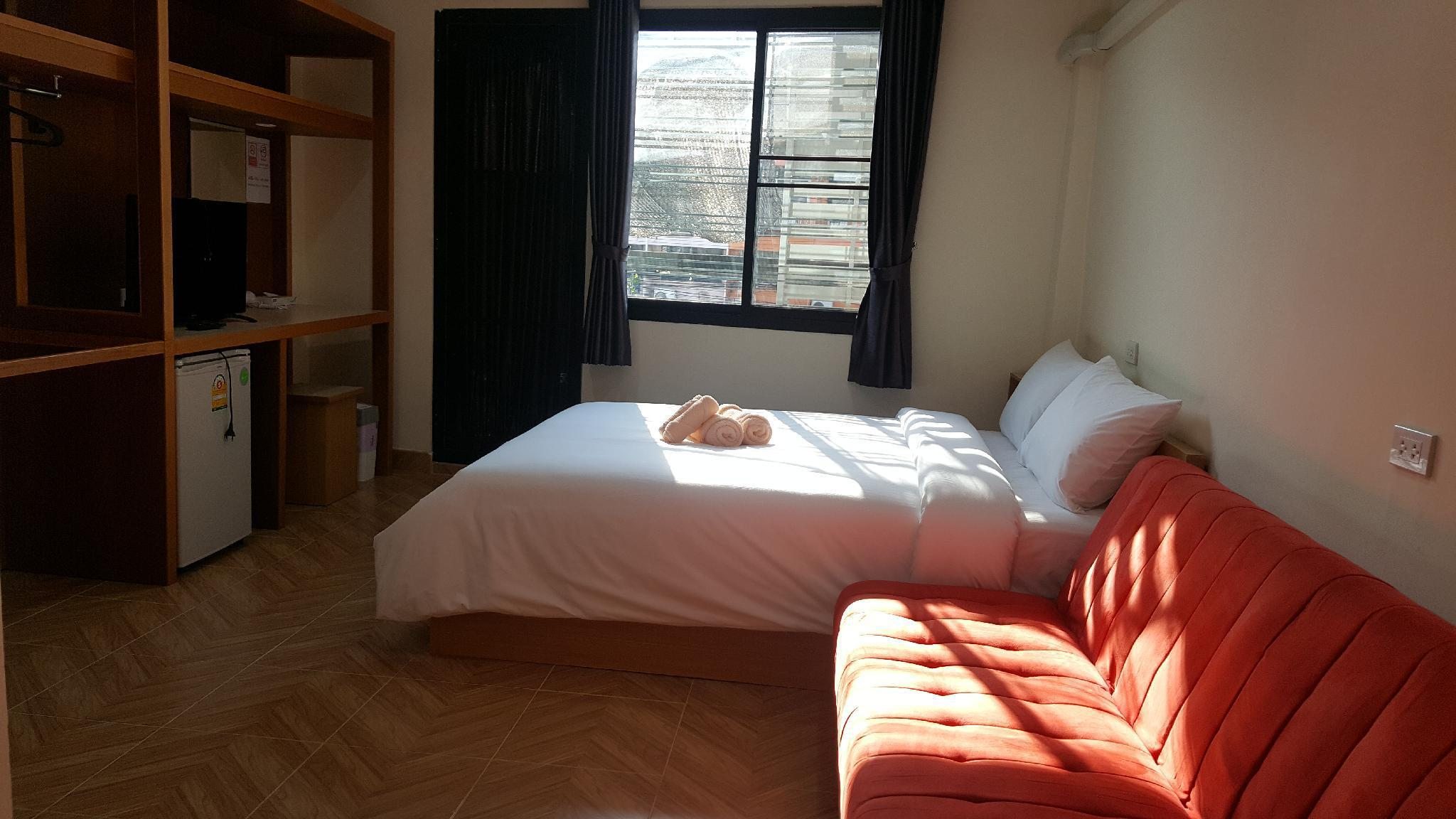 Double D (Large Double Room with Sofa) Double D (Large Double Room with Sofa)