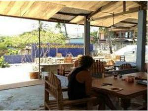 Lavalon Seaview Hostel & Bar