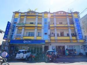 Avenue 5 Hotel