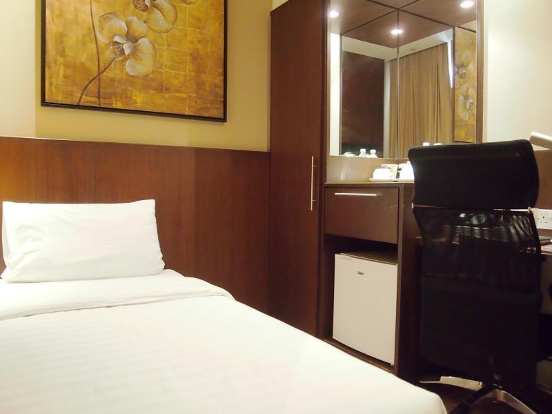Roomz Hotel 4
