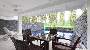 Modern 5BR Villa w/ Pool next to Golf Course (A) Modern 5BR Villa w/ Pool next to Golf Course (A)