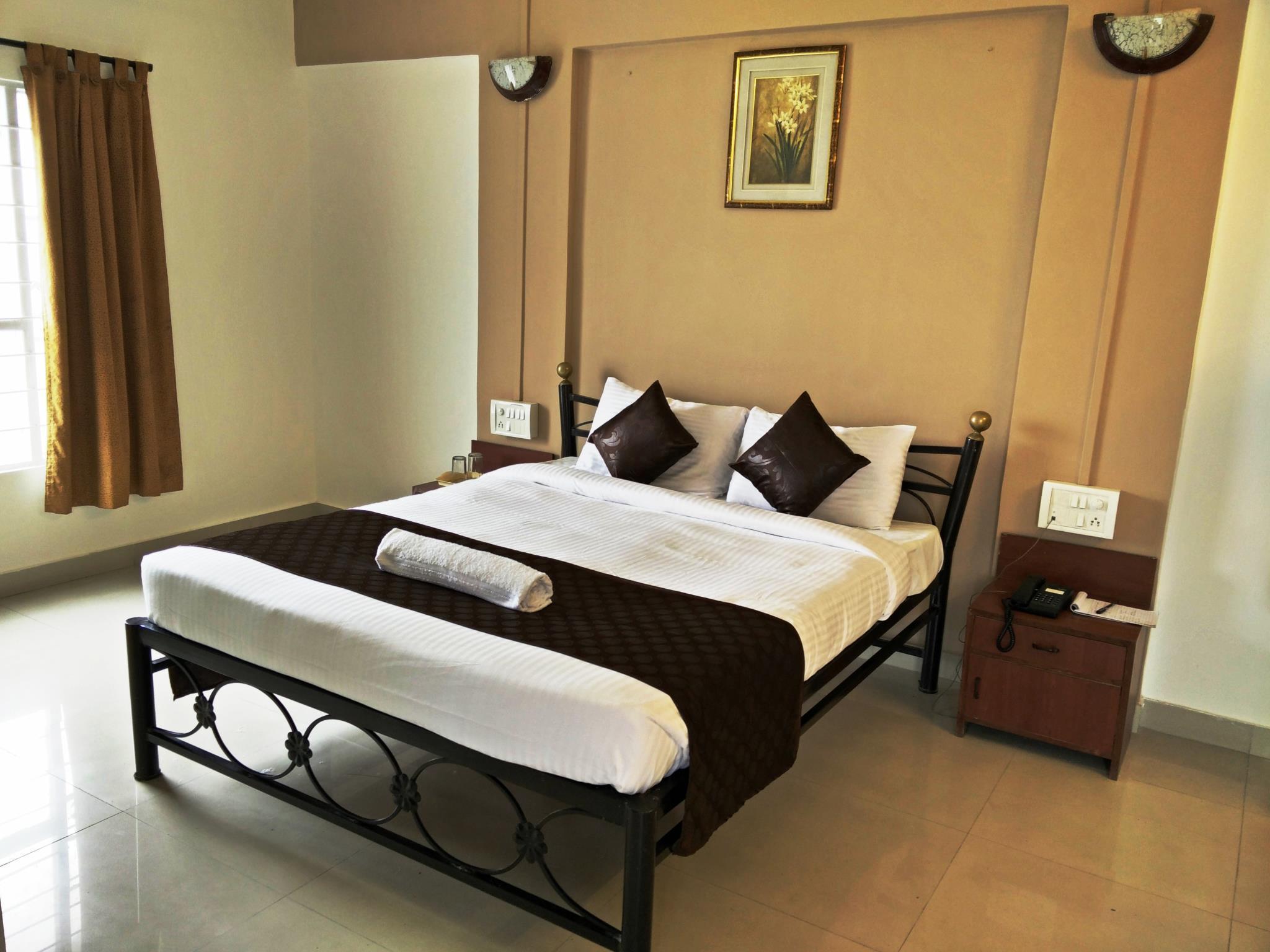 Hotel HMR Royal Inn