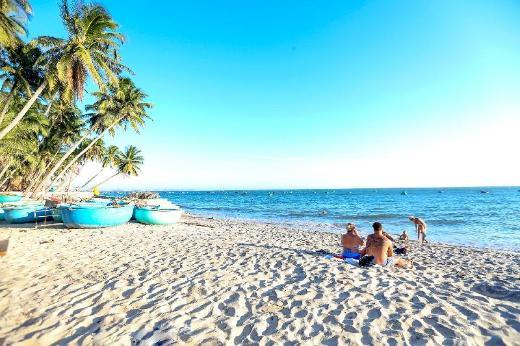 EVA HUT Mui Ne Beach Hostel